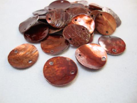 Simpukkahelmi/-linkki ruskea pyöreä litteä 15 mm, 2 reikäinen (10/pss)
