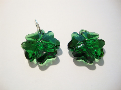 Swarovski kristalli Neliapila-riipus sammalenvihreä 19 mm