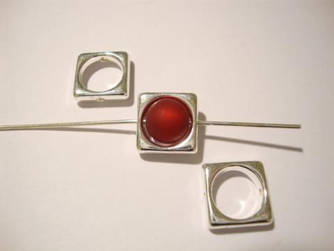 Metallihelmi/helmikehys (helmihäkki) hopeitu (rhodinoidun värinen) 10 mm, sisämitta 8 mm helmelle (4 kpl/pss)