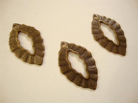 Vintaj Small Leaf -salpalukko rengas 30 x 6 mm