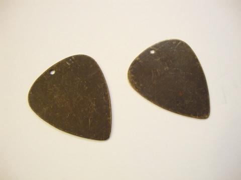 Vintaj Guitar Pick (plektra) korupohja/laatta 31 x 26,5 mm