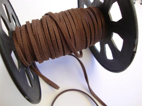 Mokkanauha (faux suede) ruskea n. 3 x 1,4 mm (m-erä 5 m)