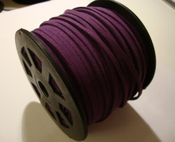 Mokkanauha (faux suede) violetti 3 x 1,4 mm (m-erä 5 m)