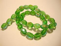 Tsekkiläinen fasettihiottu lasihelmi vihreä AB 11 x 8 mm ovaali (10 kpl/pss)