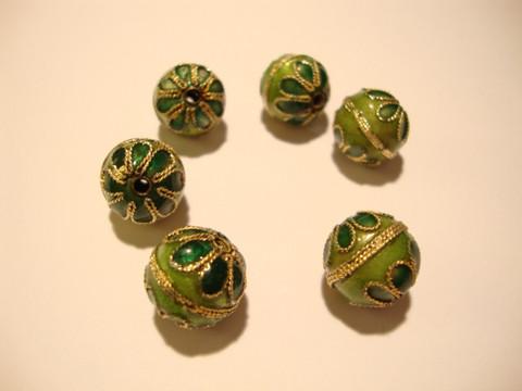 Cloisonne helmi vaalea / tumma vihreä pyöreä 12 mm (4 kpl/pss)