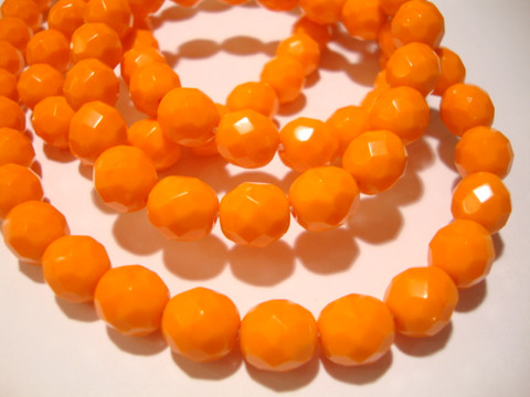 Tsekkiläinen fasettihiottu lasihelmi pyöreä opaakki oranssi  8 mm (20/pss)