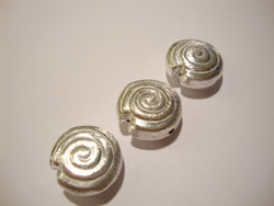 Metallihelmi hopeoitu Simpukka 20 mm