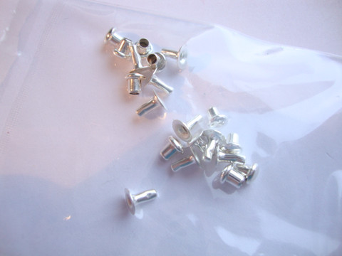 TierraCast Niitti hopeoitu 4 mm (10 kpl/pss)