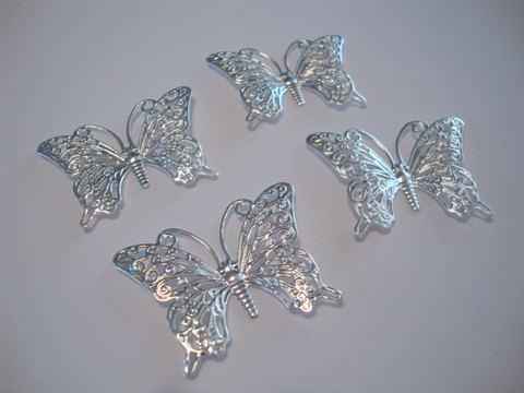 Korulinkki / riipus perhonen hopeanvärinen 36 x 26 mm (2 kpl/pss)