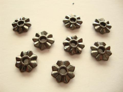 TierraCast Niitinkoriste 8-lehtikukka musta 10,5 mm/reikä 2,5 mm (2 kpl/pss)