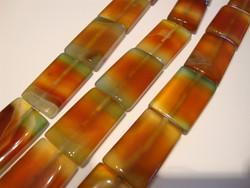 Akaatti punainen-vihreä suorakulmio 30 x 20 mm (10 kpl/pss)