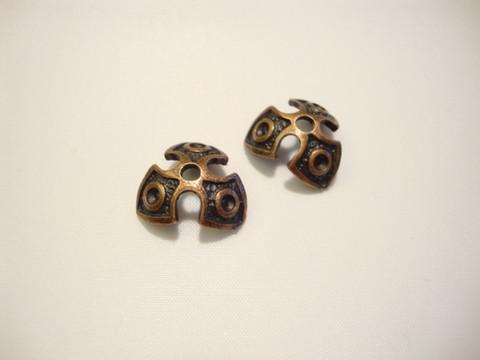 Helmihattu Goottilainen antiikkikuparinvärinen n. 14 mm (2 kpl/pss)