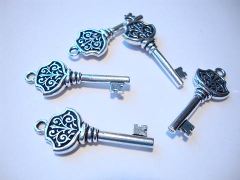 TierraCast riipus Victorian key hopeoitu 36 x 15 mm