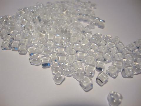 Miyuki siemenhelmi kolmio 4x4x3 mm kirkas-valkoinensisus TR1104 (10 g/pss)