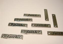 Korulinkki / riipus Faith hopeoitu 6 x 25 mm, reikien halkaisija n. 2 mm (4 kpl/pss)