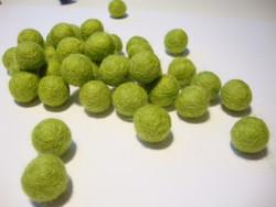 Huovutettu helmi limen vihreä n. 10 mm (5 kpl/pss)