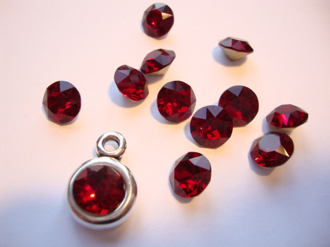 Swarovski kristalli rivoli punainen (Siam red) pyöreä 8 m SS39 (2 kpl/pss)