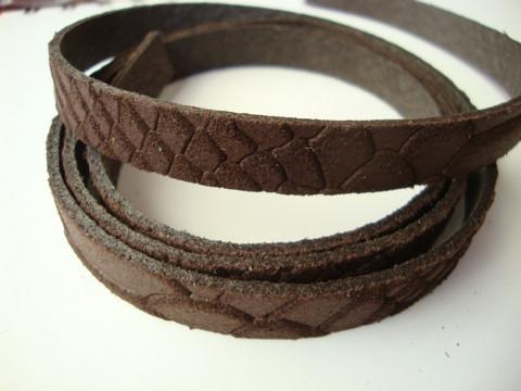 Nahkanauha litteä tummanruskea 10 x 2 mm (m-erä 90 cm pala)