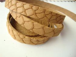 Nahkanauha litteä vaaleanruskea 10 x 2 mm (m-erä 90 cm pala)