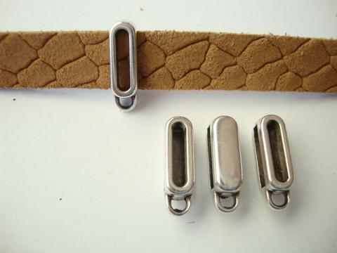 Riipuspidike hopeoitu 10 mm litteälle nahkanauhalle 16 x 6 mm