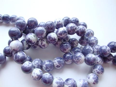 Lasihelmi glaseerattu kiiltävä valkoinen-laventelinsininen 8 mm (20 kpl/pss)