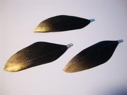 A Sulka/höyhen Dip-dye musta/kärki kulta n. 3,5 cm
