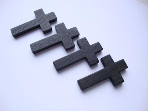 A Puuristi 42 x 24 mm musta, reikä ripustusta varten