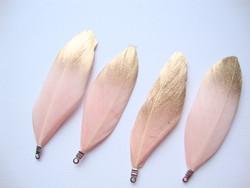 Sulka/höyhen Dip-dye vaaleanpunainen/kärki kulta n. 3,5 cm