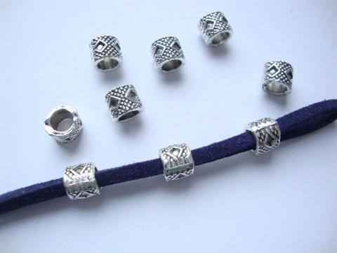 Metallihelmi antiikkipatina hopeoitu isoreikäinen 6 x 6 mm, (20 kpl/pss)