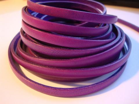 Nahkanauha litteä violetti 5 x 2 mm sileä nappanahka (m-erä 20 cm)