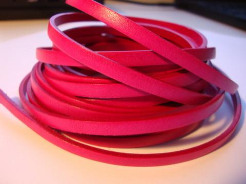 Nahkanauha litteä tumma pinkki 5 x 2 mm sileä nappanahka (m-erä 20 cm)
