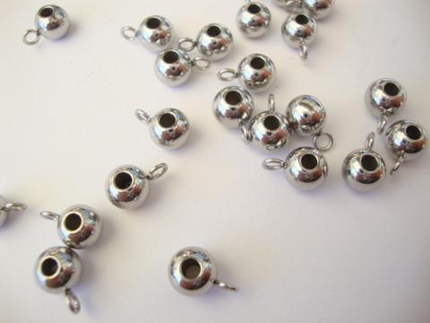 Metallihelmi / riipuspidike ruostumaton teräs pyöreä n. 6 mm, reikä 2 mm (10 kpl/pss)