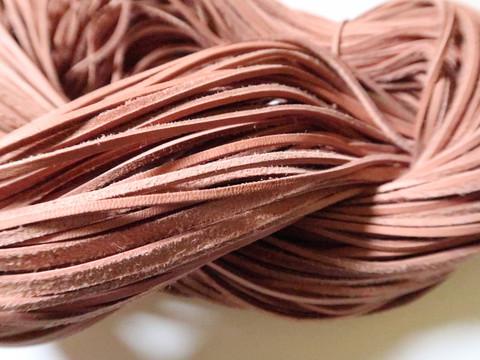 Nahkanauha aitoa poronnahkaa ruskea, leveys 2 mm (m-erä 2 x 1 m)