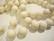 Puuhelmi luun valkoinen pyöreä 12 mm (n. 34 kpl/nauha)