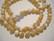 Simpukkahelmi valkoinen / beige pyöreä 5,5-6 mm (30/pss)