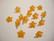 Akryylihelmi pieni kukka oranssi n. 9 mm (10 kpl/pss)