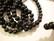 Puuhelmi musta pyöreä 8 mm (n. 50 kpl/nauha)