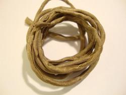 Silkkinauha käsinvärjätty vaaleanruskea/hiekka n. 3 mm / pituus n. 1 m