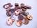 Simpukkahelmi/-linkki ruskea pyöreä litteä 10 mm, 2 reikäinen (10/pss)