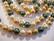 Osterinkuorihelmi vihreä / oliivi / kulta / luonnonvalkoinen mix 8 mm (nauhassa n. 48 kpl)