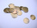 Riipus/nimilaatta antiikkikullattu pyöreä 12 mm, perusmetalli messinki (20 kpl/pss)