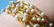 Miyuki putkihelmi kierretty kaksisävy kulta-hopea 12 x 2,7 mm (10 g/pss)