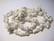Kivihelmi Howliitti valkoinen / harmaa nuggetti n. 4 - 9 mm (20 g/pss)