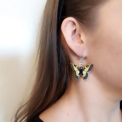 Keltainen perhonen-korvakorut