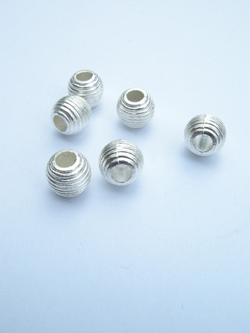 9x8mm Metallihelmi: Hop. 10kpl