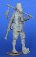 German soldier wearing gas mask, carrying dead rats WWI 1/35