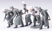 German assault infantry w/ winter gear 1/35