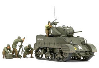 M5A1 U.S. Light Tank with 4 Figures 1/35
