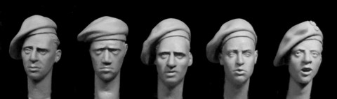 British Late WW2 Berets (Badge for Polish Paratroopers)  1/35