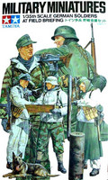 German soldiers at field briefing 1/35
